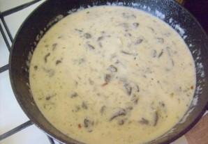 Грибы в сметанном соусе - фото шаг 5