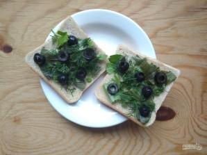 Горячие бутерброды с зеленью и оливками - фото шаг 5