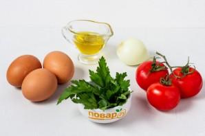 Яичница с помидорами и луком - фото шаг 1