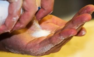 Тонкое бездрожжевое тесто для пиццы - фото шаг 7