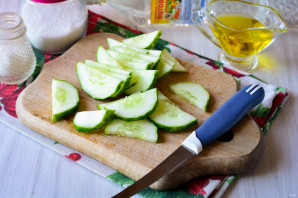 Салат из огурцов с перцем и луком на зиму - фото шаг 2
