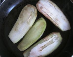 Жареные баклажаны с сыром и чесноком - фото шаг 2