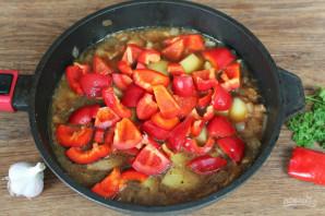 Говядина тушеная с перцем и картошкой - фото шаг 5