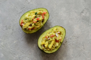 Лодочки из авокадо - фото шаг 6