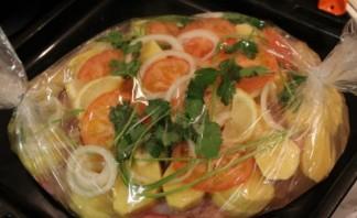 Курица в рукаве с овощами и картошкой - фото шаг 7
