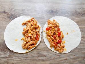 Кесадилья с курицей и кукурузой - фото шаг 13