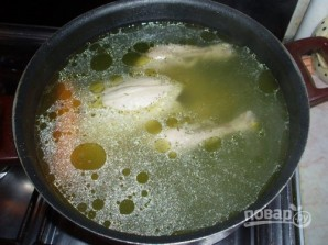 Куриный бульон с клёцками из сушек - фото шаг 1