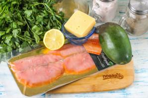 Салат с горбушей и авокадо - фото шаг 1