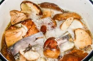 Маринованные белые грибы с корицей - фото шаг 2
