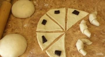 Рогалики с шоколадной начинкой - фото шаг 5