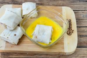 Конвертики из лаваша с сыром и помидорами - фото шаг 6