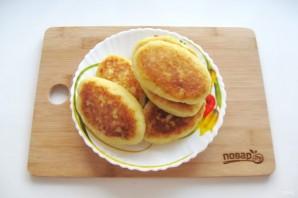 Жареные картофельные пирожки с квашеной капустой - фото шаг 14