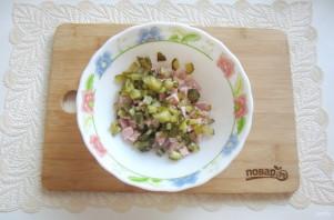 Салат со свининой и солеными огурцами - фото шаг 6