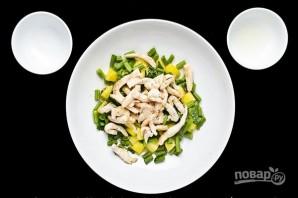 Салат с куриным филе, ананасом и зеленой фасолью - фото шаг 6