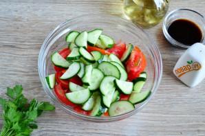 Салат из помидоров, огурцов и моркови - фото шаг 3