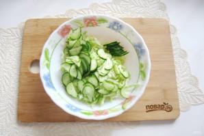 Овощной салат с капустой, помидорами, огурцами и зеленью - фото шаг 3