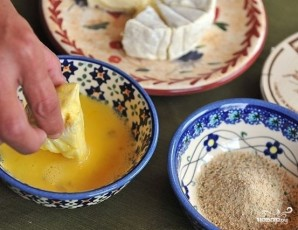 Сыр, жареный в панировке - фото шаг 4