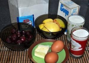 Шарлотка с яблоками и черешней - фото шаг 1