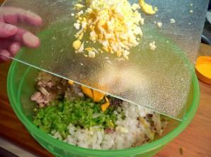 Простой салат из курицы вареной - фото шаг 7