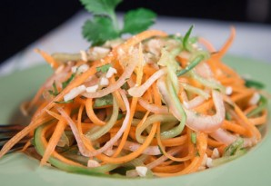 Салат из огурцов и морковки на зиму - фото шаг 7