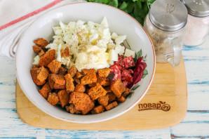 Салат с кириешками и копченой колбасой - фото шаг 4