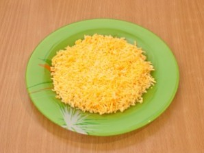 """Салат """"Мимоза"""" с плавленым сыром - фото шаг 6"""