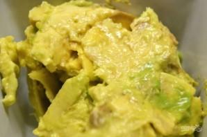 Фаршированный авокадо в духовке - фото шаг 2
