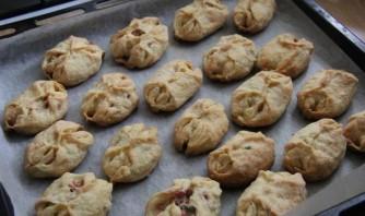 Пирожки с колбасой - фото шаг 8