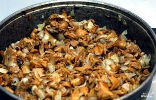 Жареные маслята с картошкой - фото шаг 6
