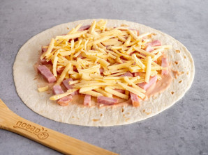Тортилья с ветчиной и сыром - фото шаг 5