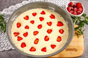 Пирог с клубникой и малиной - фото шаг 5