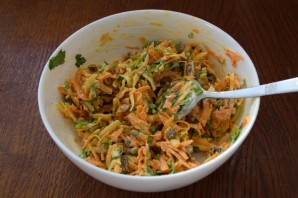 Салат с тертым сыром - фото шаг 5