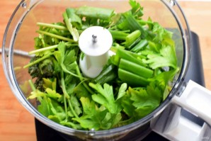 Зеленый рулет с креветками и болгарским перцем - фото шаг 1