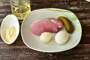 Салат с мясом и солеными огурцами - фото шаг 1
