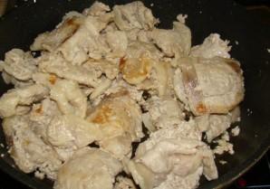 Свинина в сметанном соусе - фото шаг 4
