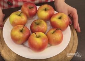 Запеченные яблоки с орехами и изюмом - фото шаг 1