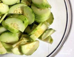 Салат из редиски и огурцов - фото шаг 3
