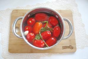 Засолка помидоров в кастрюле - фото шаг 7