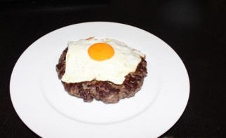 Бифштекс рубленый с яйцом - фото шаг 6