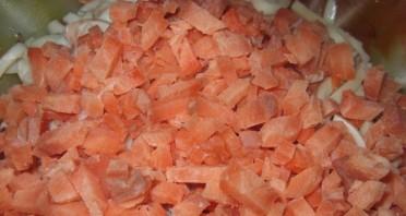 Салат с отварными кальмарами - фото шаг 3