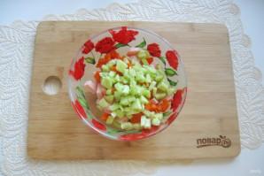 Салат с горошком, яйцами и колбасой - фото шаг 5