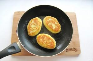 Жареные картофельные пирожки с квашеной капустой - фото шаг 13