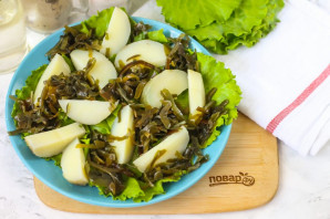 Салат с морской капустой и селедкой - фото шаг 3