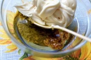 Салат с мидиями и пикантной заправкой - фото шаг 5