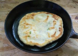 Хычины с сыром и зеленью - фото шаг 8