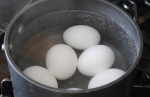 Яйца, крашенные восковыми мелками - фото шаг 2