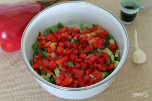 Салат с говядиной, болгарским перцем и огурцом - фото шаг 4