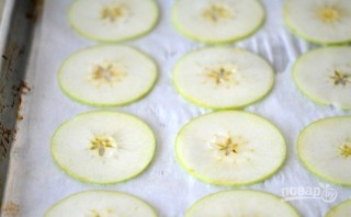 Яблочные чипсы с корицей - фото шаг 1