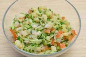 Салат с отварной треской - фото шаг 6