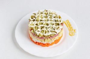 Салат с курицей и колбасой - фото шаг 7
